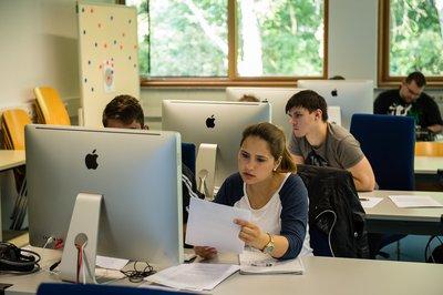 Studierende im MAC-Cluster in Wiesbaden