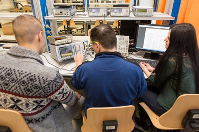 Studierende im IT-Labor