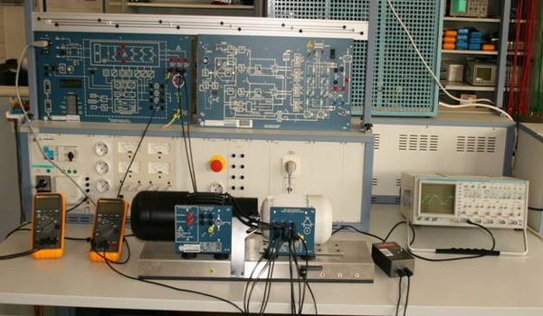 Geräte im Labor Leistungselektronik