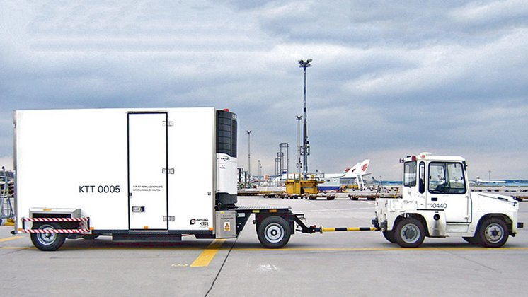 Foto zum Projekt Pharma Supply Chain Risk Management: Kühltransport am Flughafen / © Fraport AG