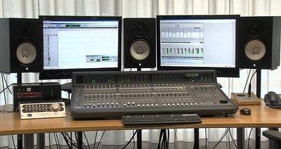 Arbeitsplatz im Audiotechnik-Labor