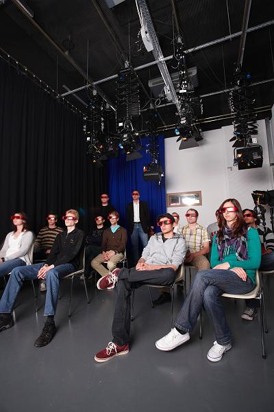 Studierende im Digitalen Kino bei einer 3D-Filmvorführung